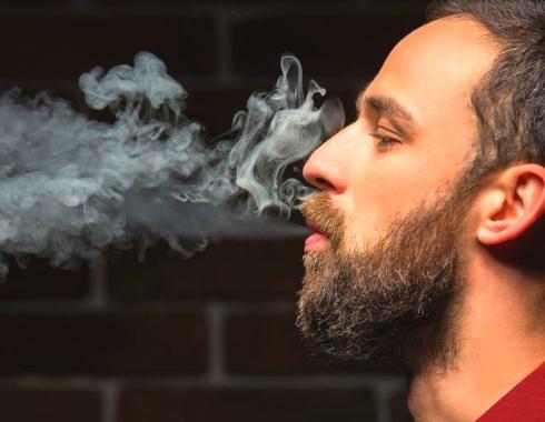 ragazzo; sigaretta; fumo;