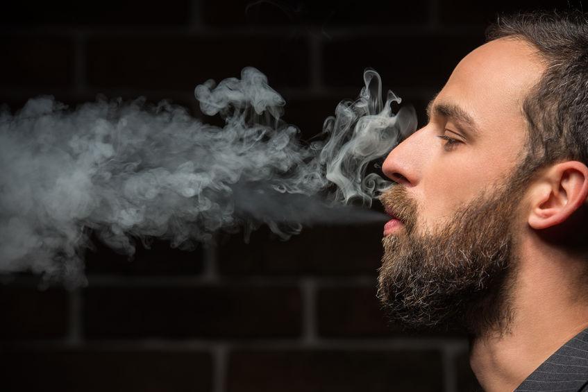 ragazzo; nuovala; fumo;